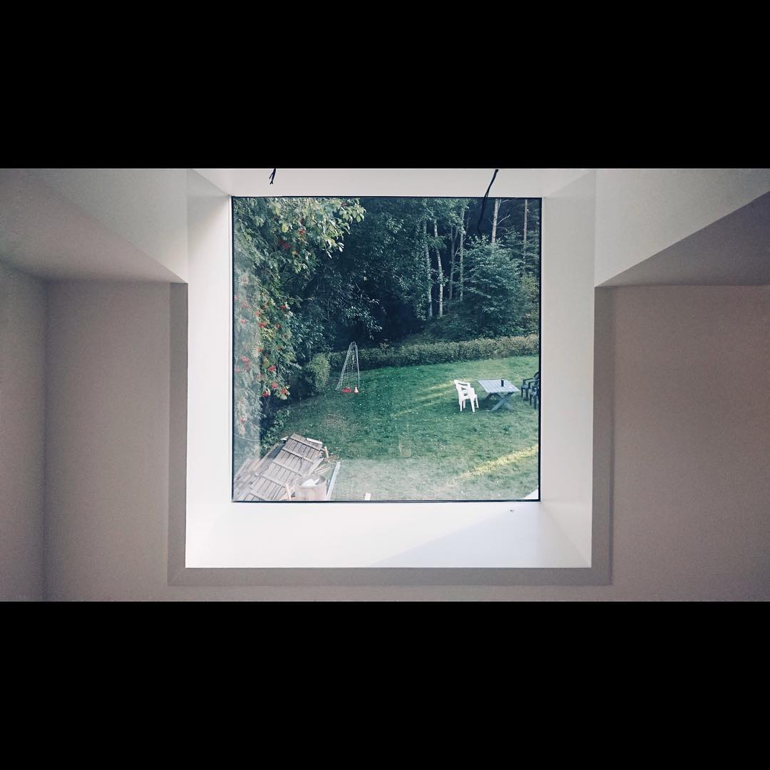 #attefallshus #25kvadrat good things come in small packages! Here is our #sitbox window over looking the garden. #prefabriken #husbygge #byggahus #snickare #bygglov #bygghemma #inredning #finahem #myhome #mitthem #renoveringsdamm #arkitektur