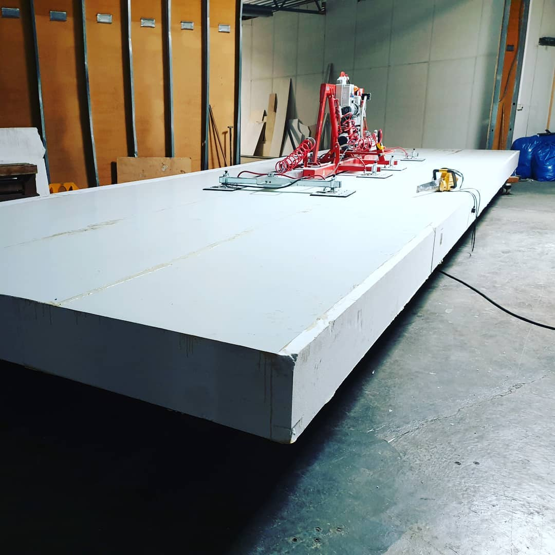Sips in the making! Our largest panel ever! 3.8×11.5 meters! 11 meter clerespan and weighs only 250 kilos 4 pieces to cover a 90 sq meter house